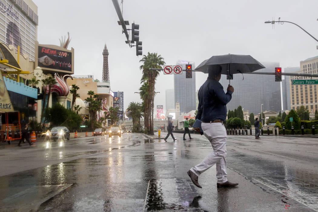 Lluvia cae sobre el Strip de Las Vegas el miércoles, 20 de noviembre de 2019. Aumentará la pr ...