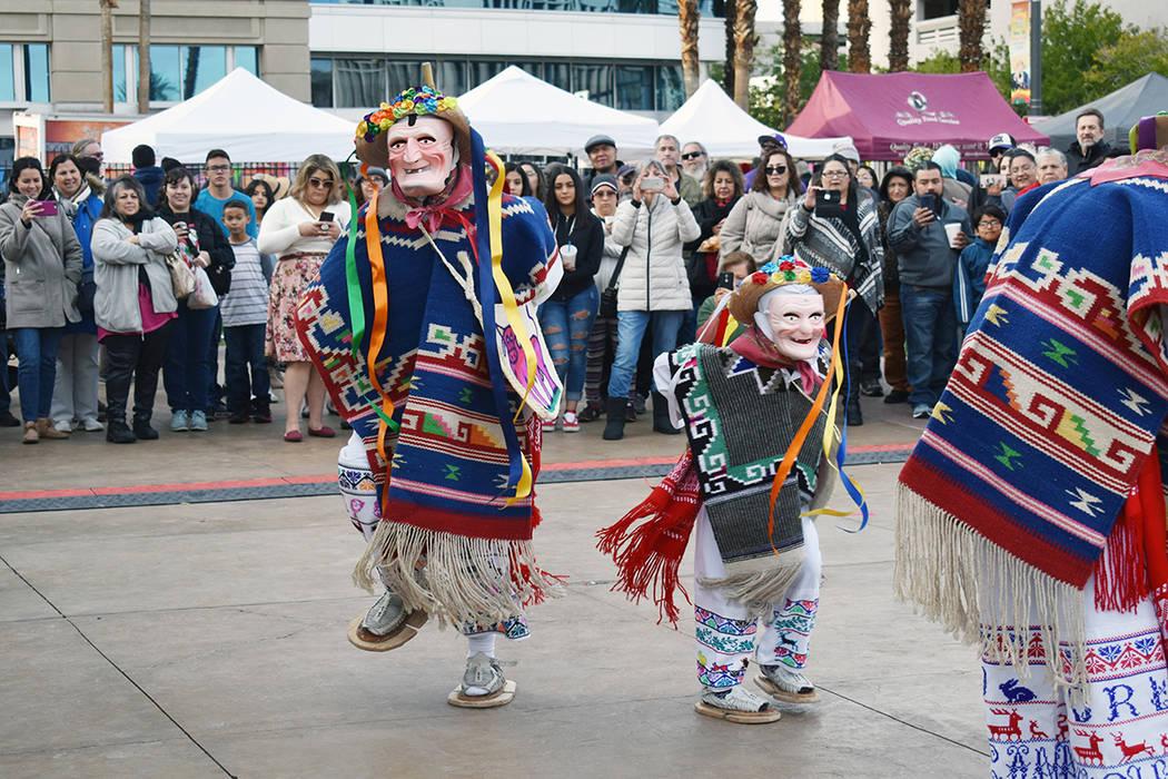 La Danza de los Viejitos llamó la atención del público que acudió al primer festival de Mar ...