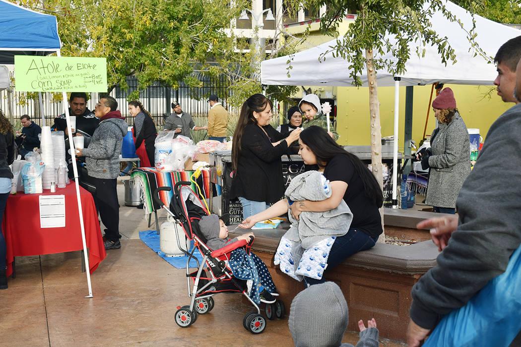 La oferta de tamales, así como de los distintos grupos de mariachis, hicieron que el evento se ...