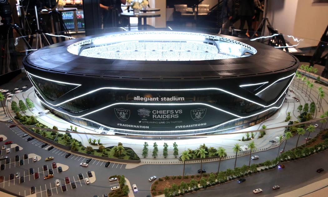 Una maqueta del Raiders Stadium se exhibe durante una conferencia de prensa el lunes, 14 de oct ...