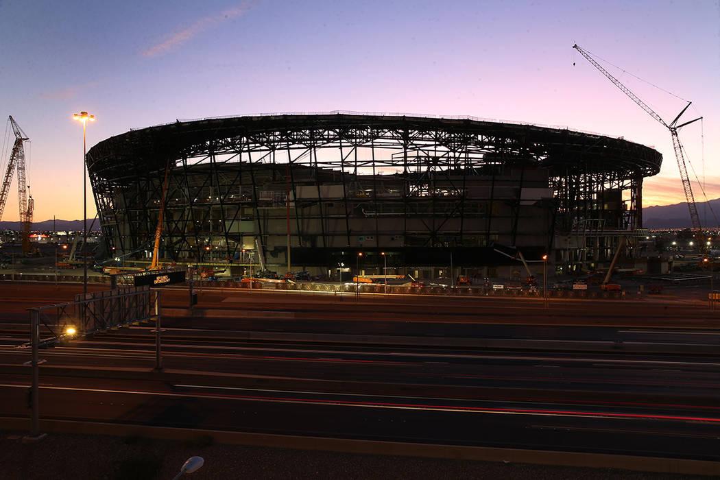 Estadio Allegiant durante la puesta de sol en Las Vegas, 7 de septiembre de 2019. (Erik Verduzc ...