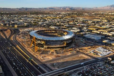 El sitio de construcción del Raiders Allegiant Stadium el miércoles, 16 de octubre de 2019, e ...