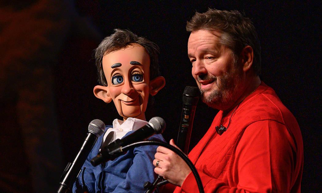 """Terry Fator presentó distintos personajes en el estreno de """"A Very Terry Christmas 2, The Se ..."""
