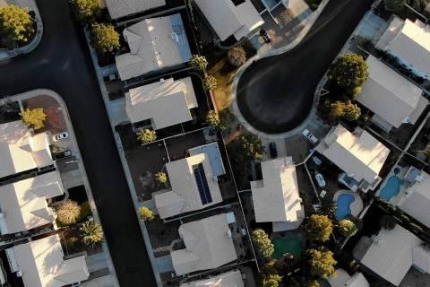 Vista aérea de las casas cerca de Raton Drive y Mescalero Trail en Henderson. (Michael Quine/L ...