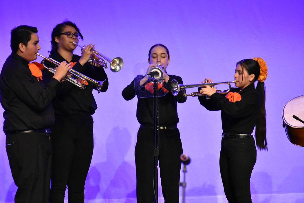 """Mariachi Los caporales puso alegría con """"El son de los aguacates"""" y """"La bamba"""". Vierne ..."""