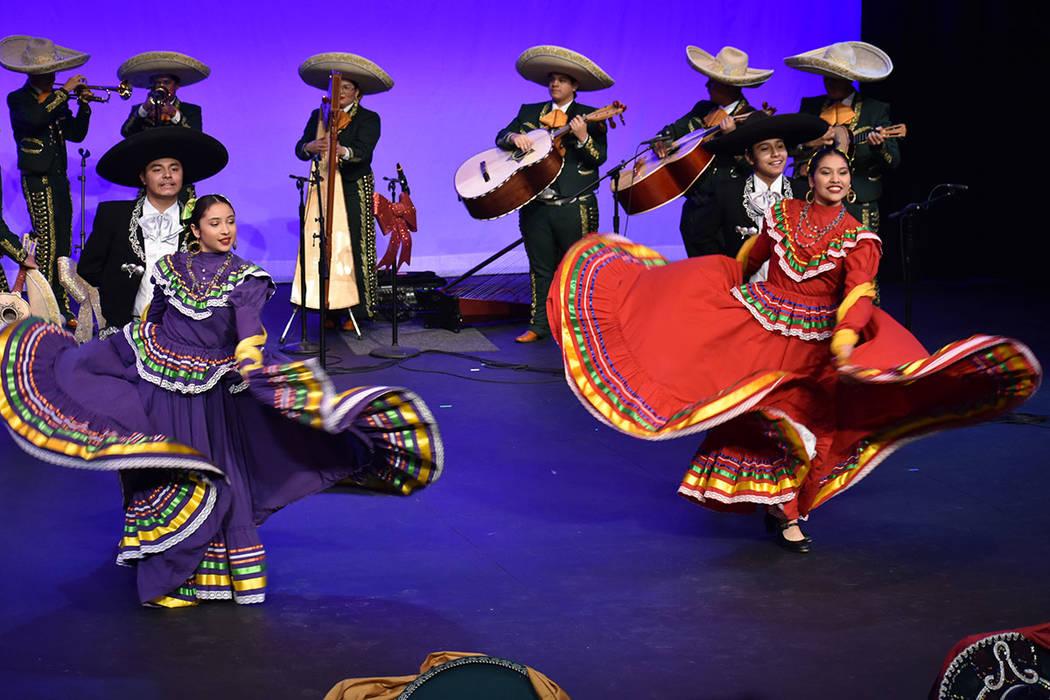 Mariachi Oro y Ballet Folklórico Sol De Rancho ofrecieron una presentación conjunta para cerr ...