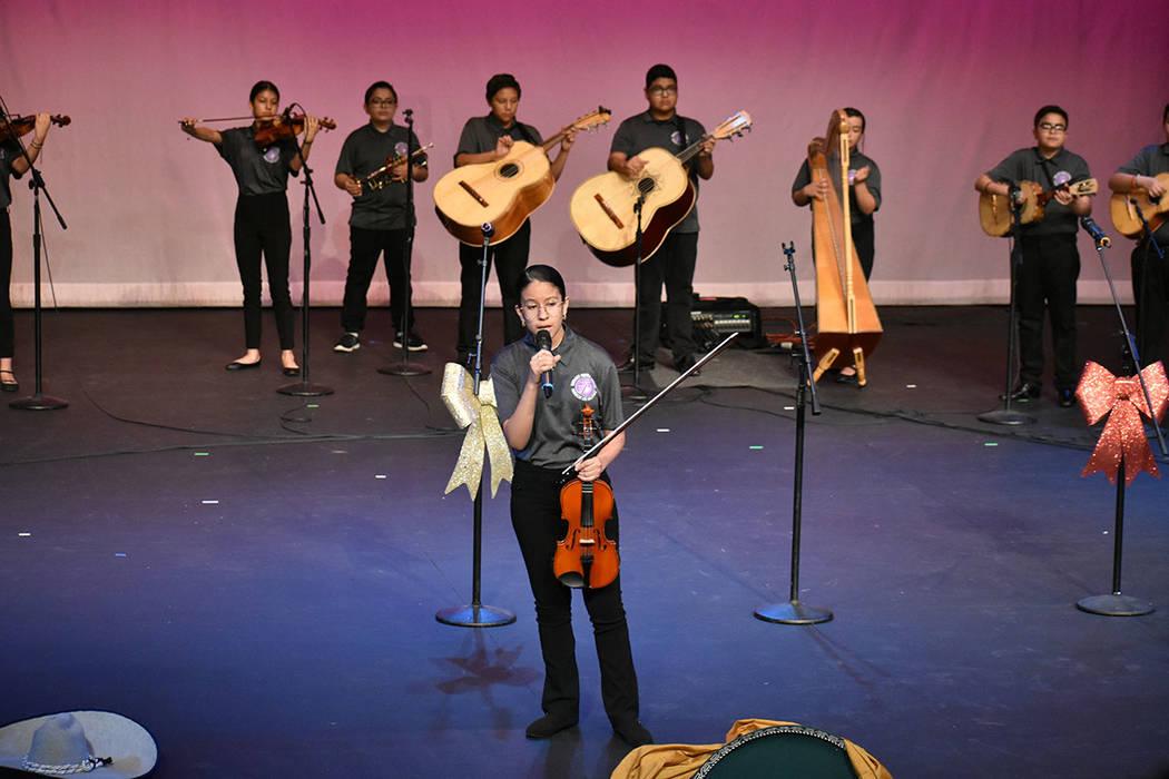 Mariachi Los Halcones mostraron su talento sobre el escenario. Viernes 6 de diciembre de 2019 e ...