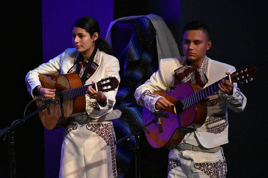 Mariachi Del Valley realizó una alegre intervención musical. Viernes 6 de diciembre de 2019 e ...