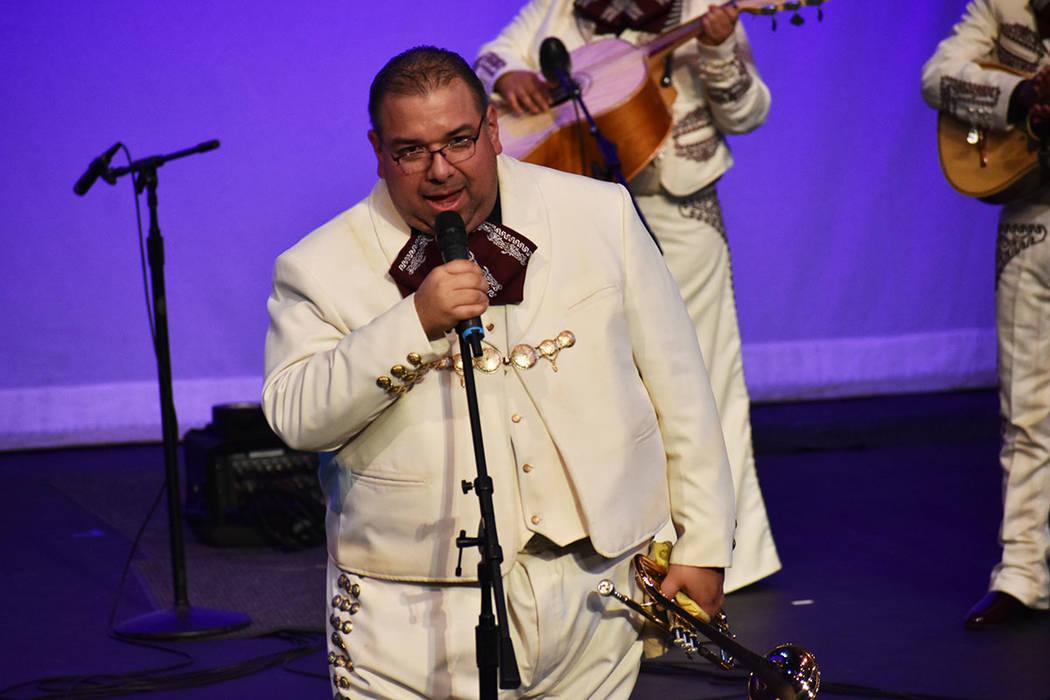 El profesor del Mariachi Del Valley, Noé Ramos, dedicó el concierto a los cuatro grupos del C ...
