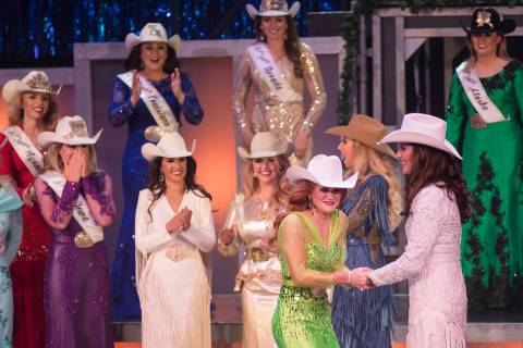 Miss Rodeo Dakota del Sur, Jordan Tierney, reacciona después de ganar Miss Rodeo América en e ...