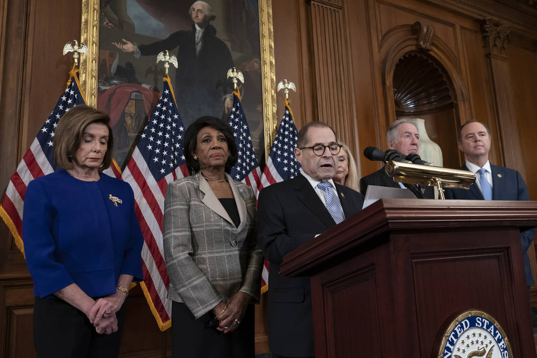 De izquierda a derecha: Nancy Pelosi, presidenta demócrata por California de la Cámara de Rep ...