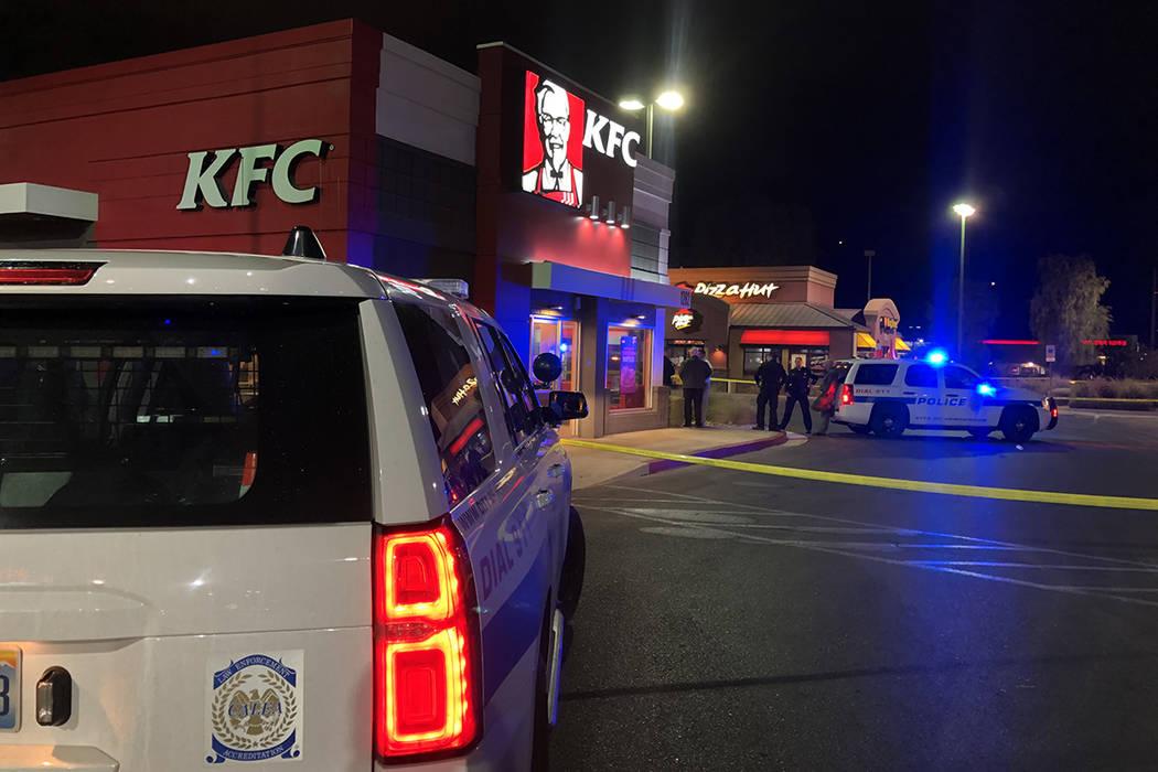 La policía de Henderson investiga un tiroteo en un Pizza Hut en 1280 W. W. Warm Springs Road e ...