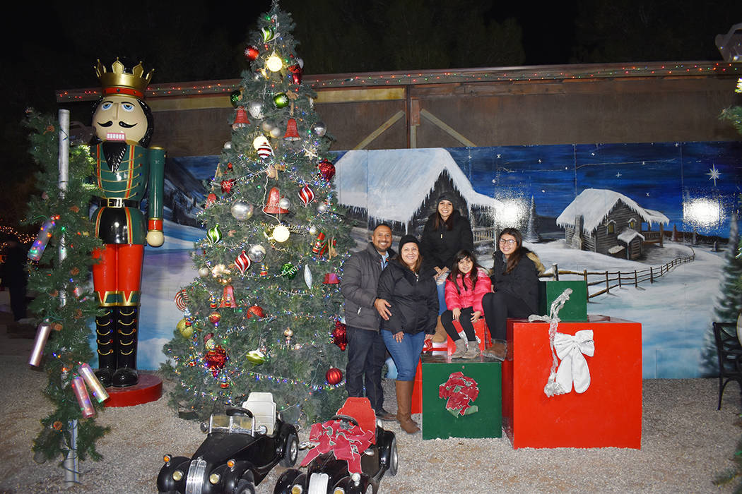 Cada año, la empresa Western Elite y The Williams Family Christmas Express transportan a sus i ...