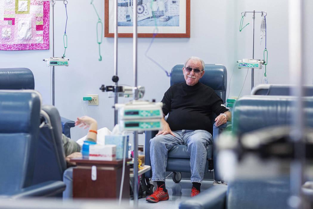 Fred Warnick, de 73 años, el primer paciente en el mundo de una nueva prueba clínica de linfo ...