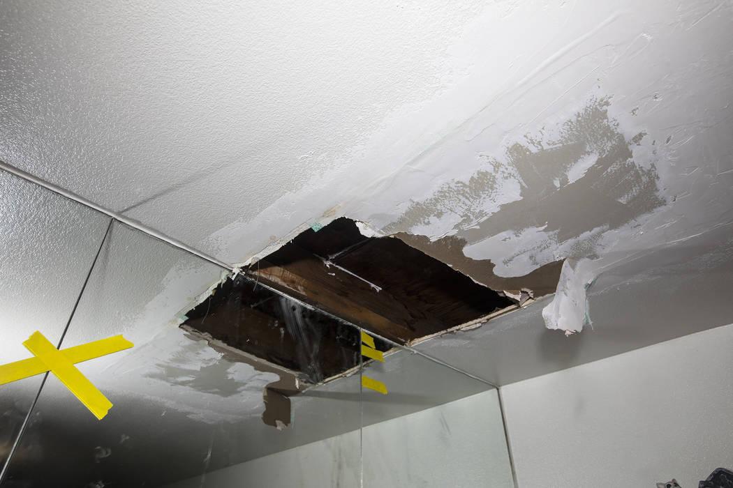 Una fuga había llevado a la formación de un agujero en el techo del dormitorio principal de l ...