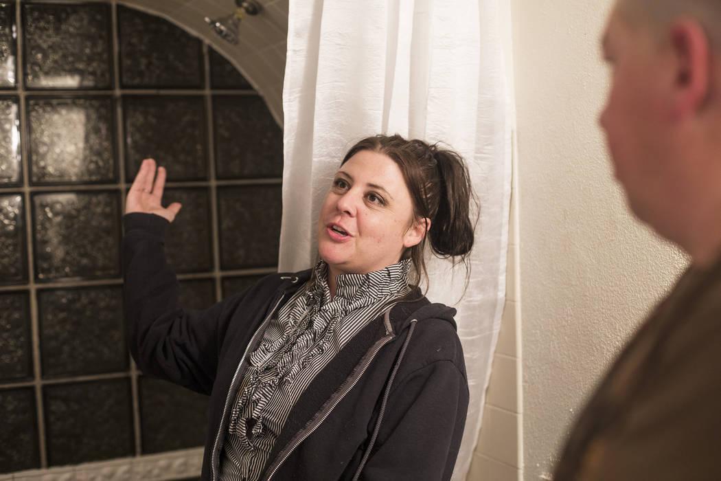 Mary Bodimer habla con el Review-Journal junto a su esposo, John Bodimer en su casa en Las Vega ...
