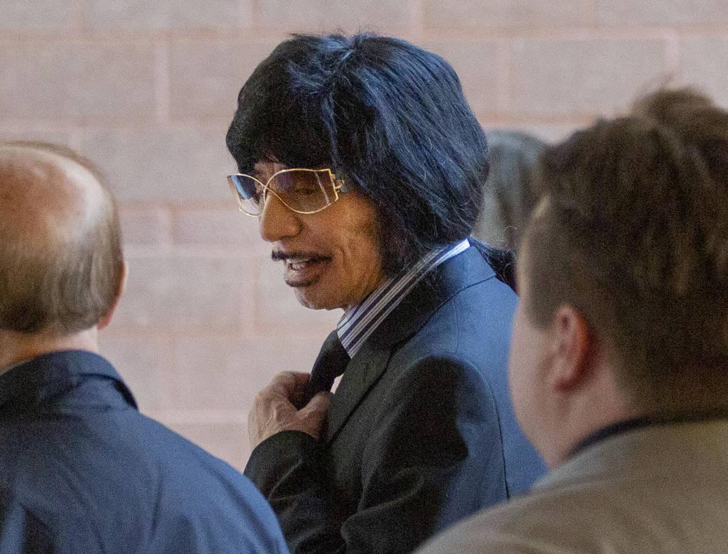 Sam Aldabbagh, propietario del Can Can Room, sale de la sala del tribunal después de una audie ...