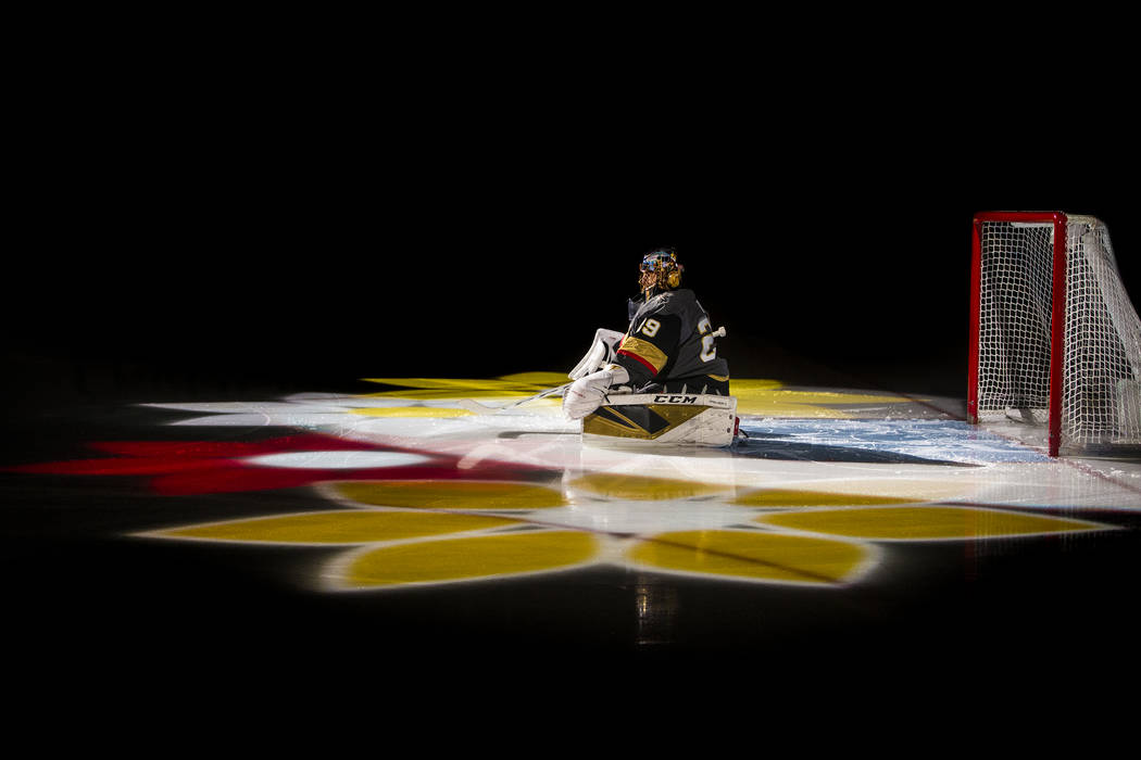 El portero de los Golden Knights de Las Vegas, Marc-Andre Fleury (29), es presentado antes del ...