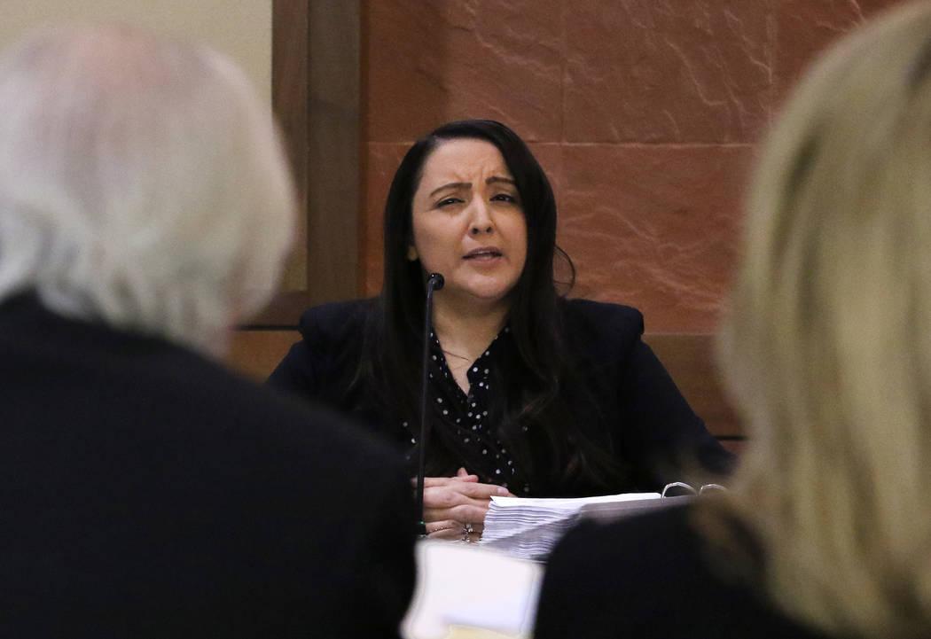 El abogado Bill Terry, a la izquierda, defendiendo a las Juezas de Paz de Las Vegas, Melanie An ...