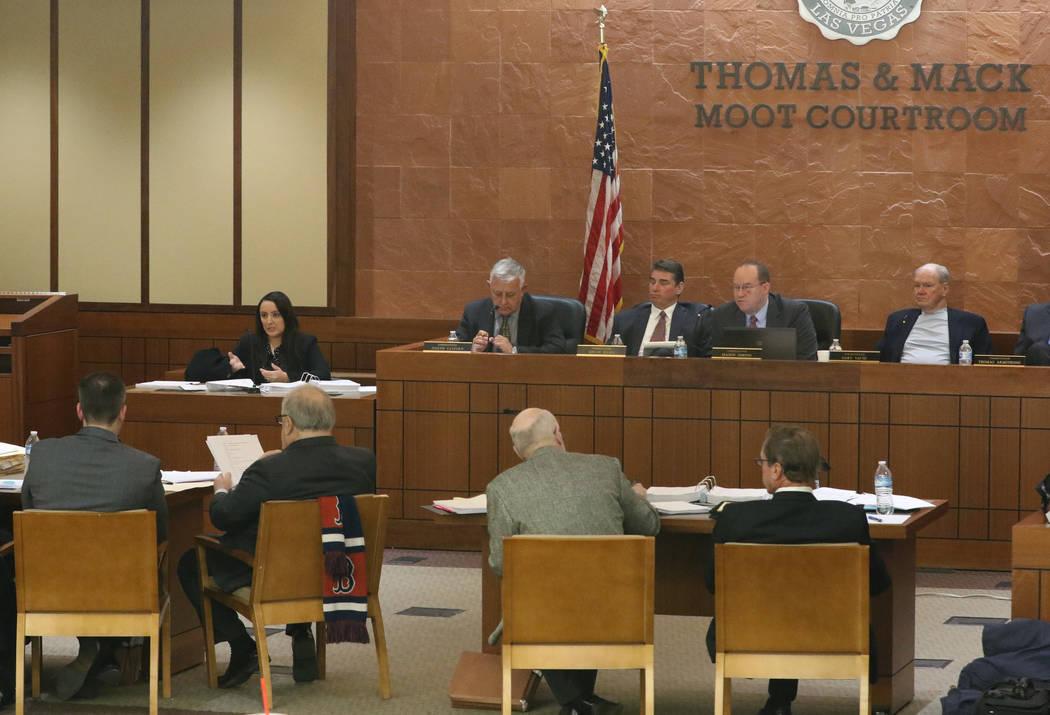 Elizabeth Cota testifica durante una audiencia del panel de la Comisión de Disciplina Judicial ...