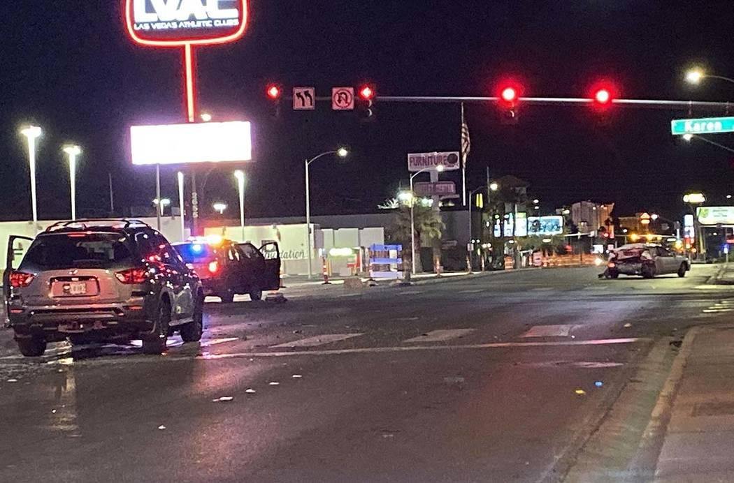 La policía investiga un accidente automovilístico en Maryland Parkway y Karen Avenue en el es ...