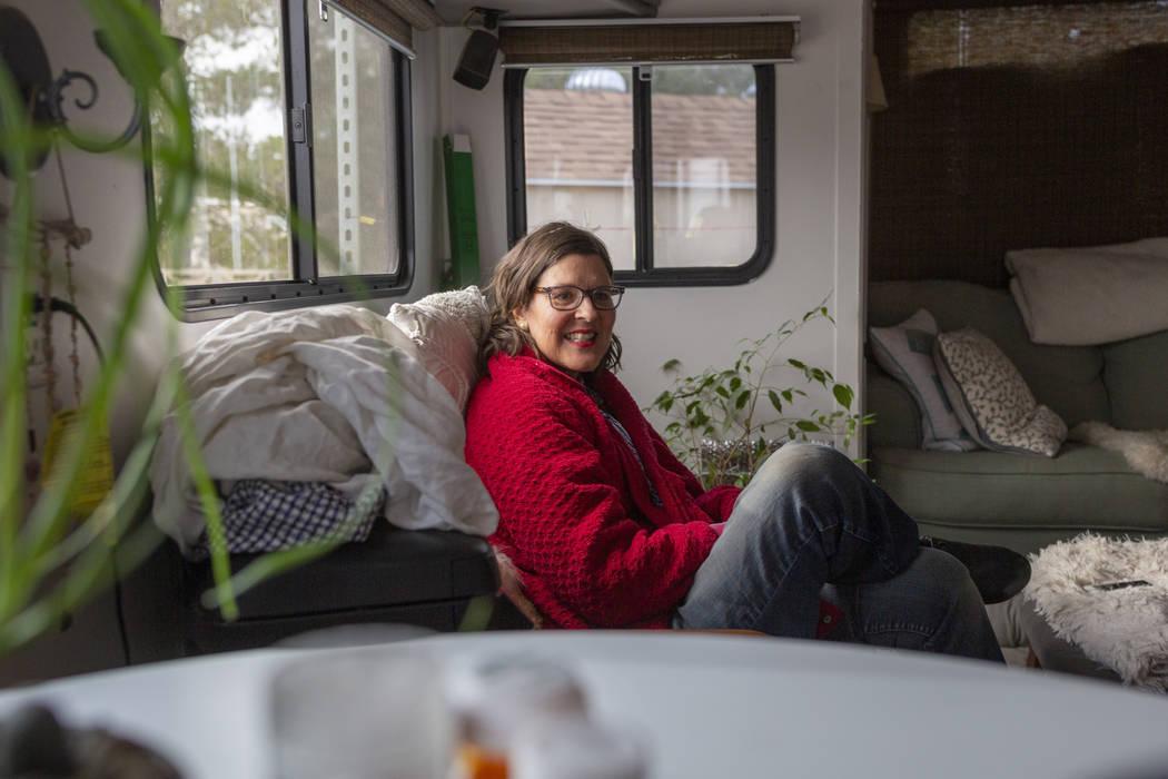 La víctima de cáncer Lisa Bernauer, habla sobre su viaje contra la enfermedad en su casa de L ...