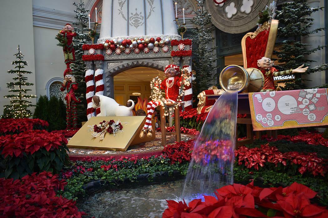 El Conservatorio del Bellagio ofrece una decoración de Navidad que incluye figuras a gran esca ...