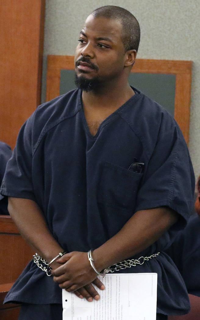 Toby Wilcox, de 41 años, se presenta en la corte durante su primera comparecencia el jueves, 1 ...