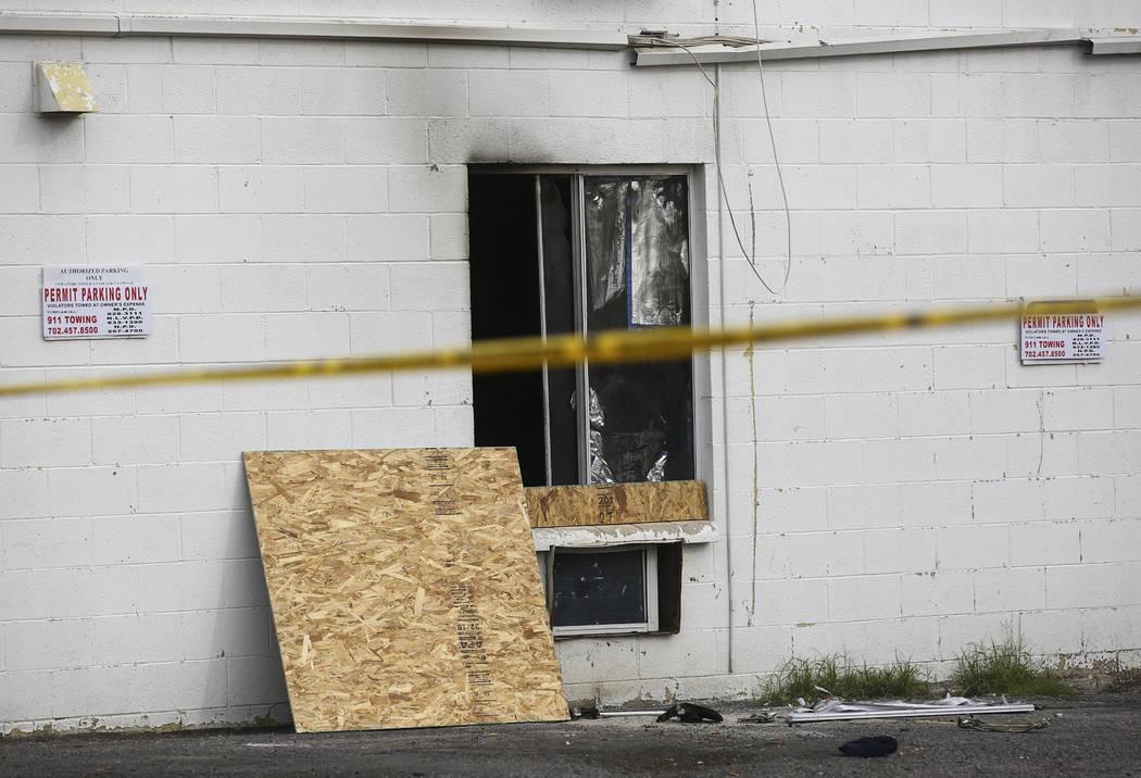 Una vista del Alpine Apartment Motel, donde un incendio temprano en la mañana dejó 6 muertos ...