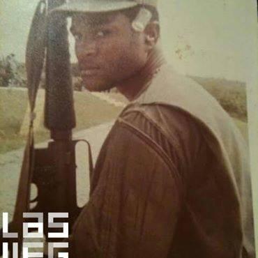 Don Bennett aparece en una foto militar de su página de Facebook.
