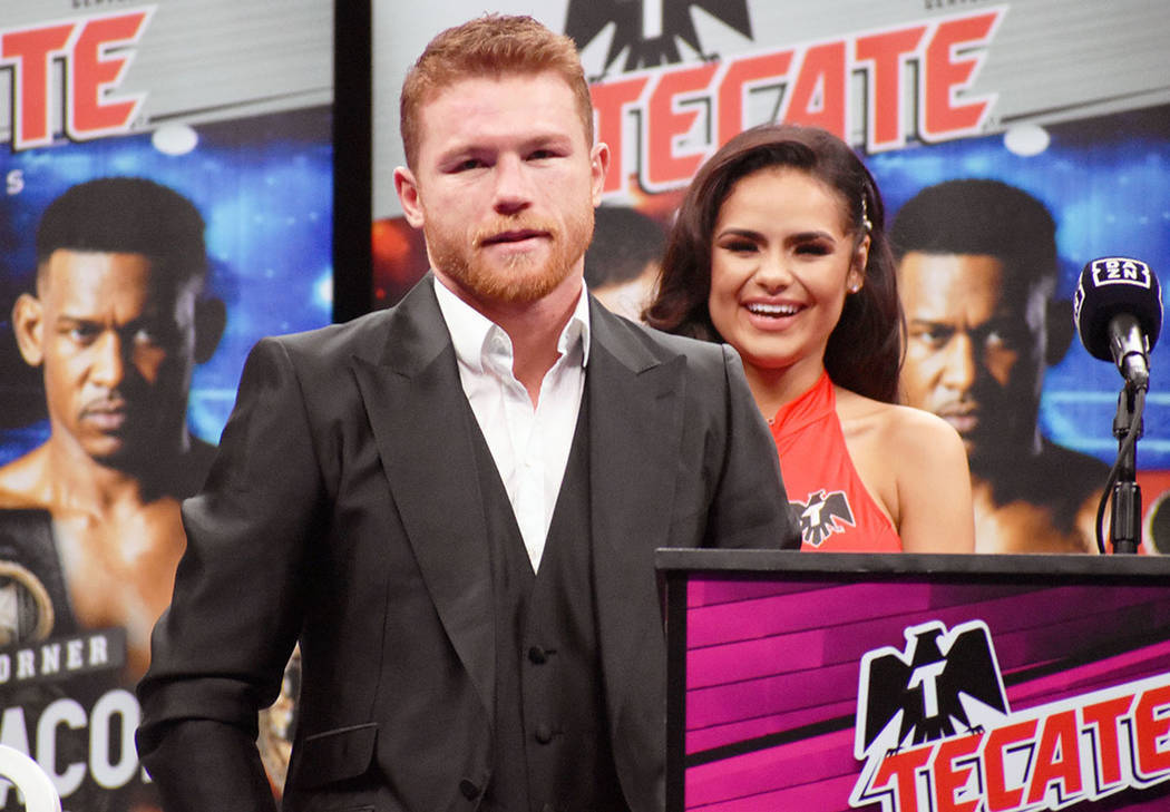 """Saúl """"Canelo"""" Álvarez se impuso por decisión unánime a Daniel Jacobs y posee ahora la m ..."""