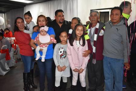 Margarita Pérez y Miguel Viveros pudieron ver a sus hijas después de 15 años y finalmente co ...