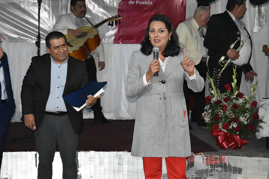 La concejal de Las Vegas, Olivia Díaz, entregó reconocimientos a las personas que hicieron po ...