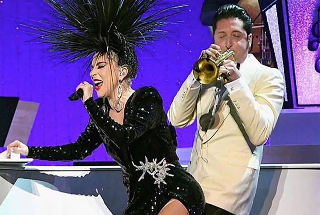 """Lady Gaga canta con el director de la banda Brian Newman en """"Jazz + Piano"""" en el Park Theater e ..."""