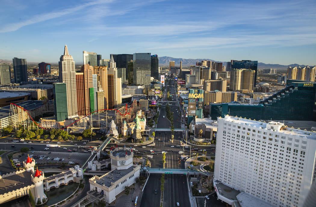 El Strip de Las Vegas desde el norte sobre el Tropicana, MGM Grand y New York-New York tomada e ...