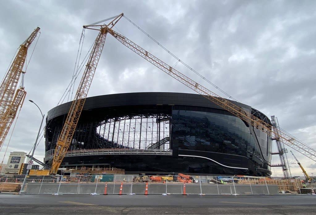 Construcción del Estadio Allegiant en el extremo norte de la estructura el 24 de diciembre de ...