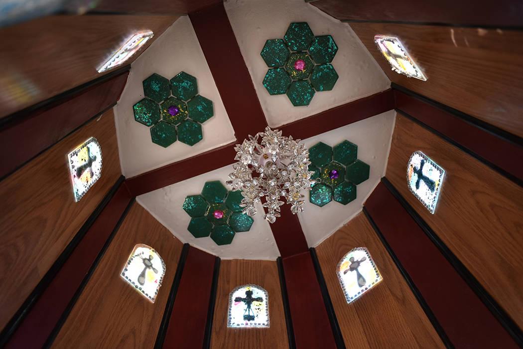 """La """"Catedral Canina"""", construida por Julio César Galicia, muestra detalles originales y su ..."""