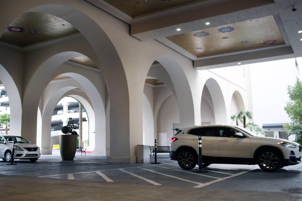 Estacionamiento gratuito el viernes, 20 de diciembre de 2019, en el Sahara Las Vegas. Elizabeth ...