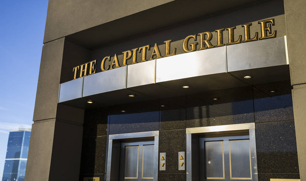 El Capital Grille ofrece una de las cinco ubicaciones de valet gratis en el centro comercial Fa ...