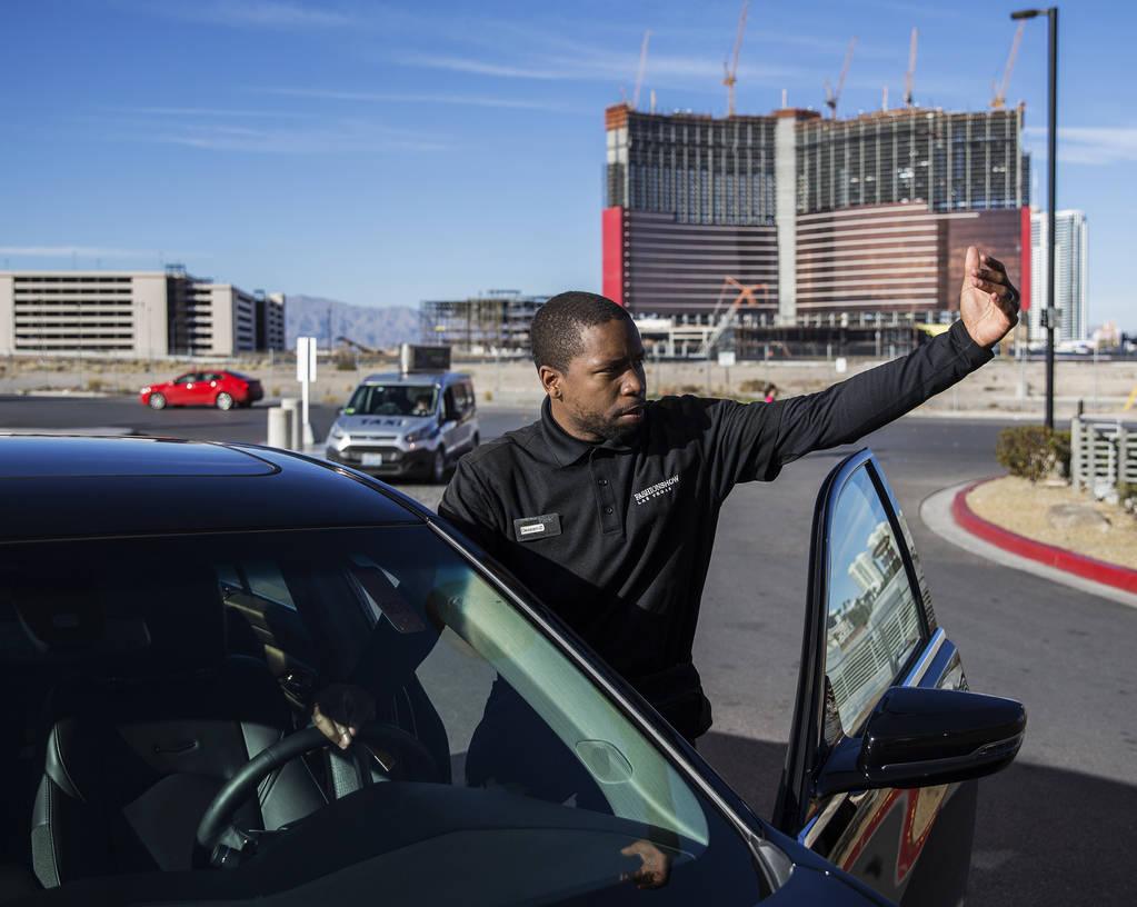 Desean Frazier estaciona autos fuera de The Capital Grille el miércoles, 27 de febrero de 2019 ...