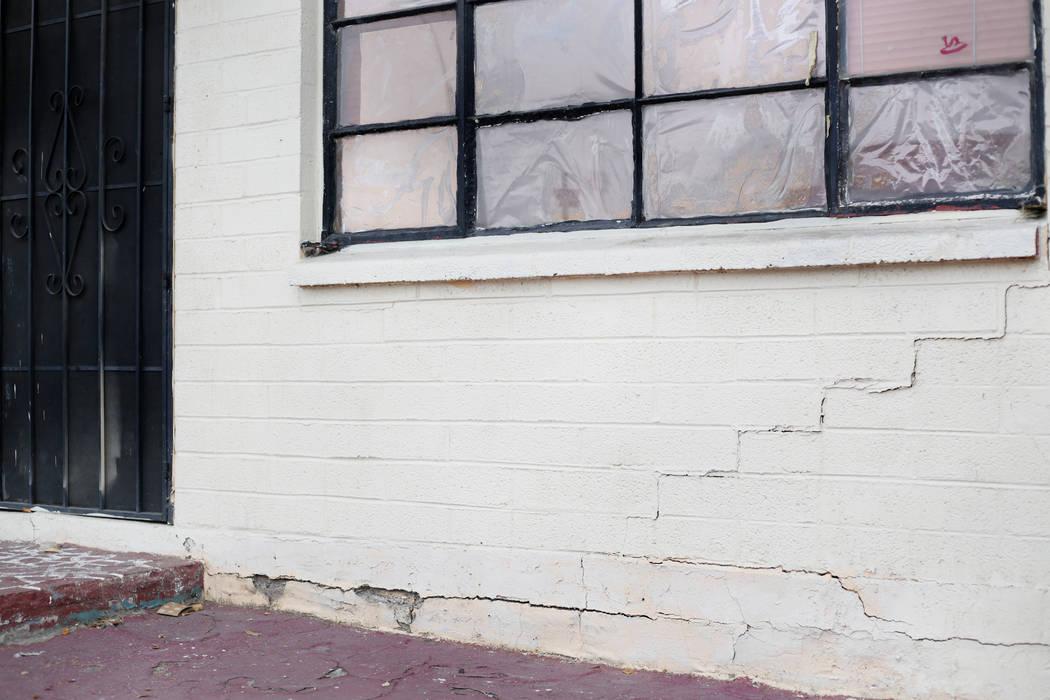 Una pared exterior del Economy Motel se muestra en esta foto del lunes, 23 de diciembre de 2019 ...