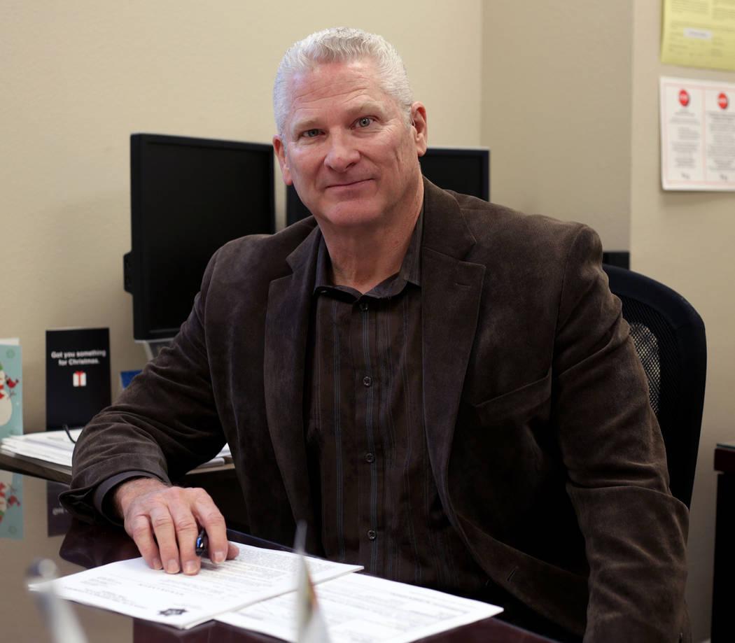 El agente Steve Kilgore, dejó la oficina del alguacil de Henderson y se mudó al municipio de ...