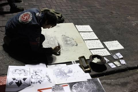 """El artista urbano """".dry"""", protestó con carteles se le haya intentado retirar del evento en ..."""