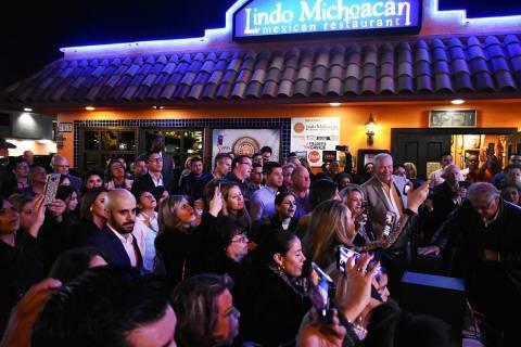 """Con música y un ambiente alegre, """"Lindo Michoacán"""" cumplió 30 años de estar en el gusto ..."""