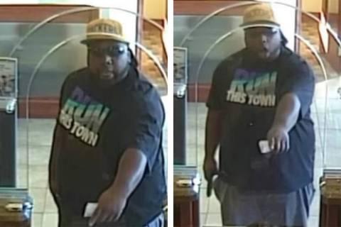 Un sospechoso que, según se informa, apuntó un arma a un bebé durante un robo de banco en la ...