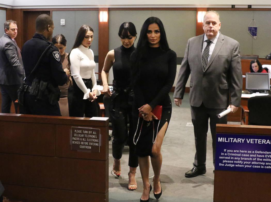 Cuatro mujeres, acusadas de un ataque en el Cosmopolitan, salen de su audiencia en el Centro de ...