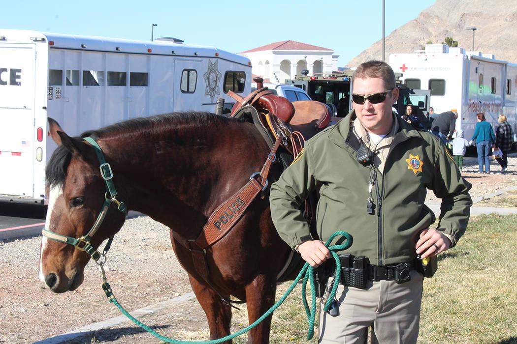 Los asistentes pudieron conocer las herramientas, vehículos y animales que ayudan en el desemp ...