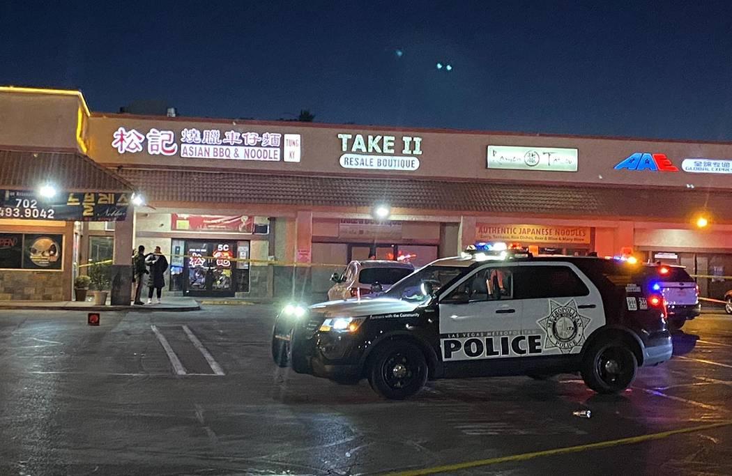 La policía de Las Vegas está investigando un tiroteo frente a Passions Restaurant and Lounge ...