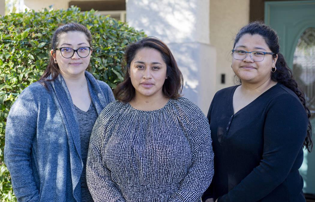 Las hermanas Mariela Amaro, izquierda, Ruth Neall, centro, y Andrea López posan para una fotog ...