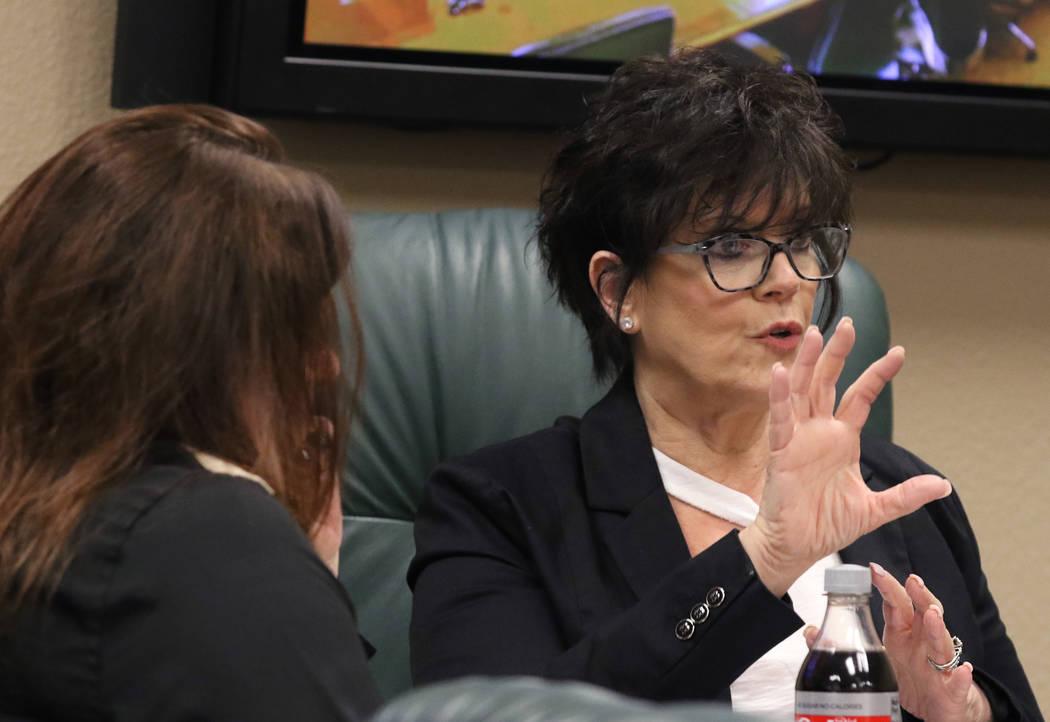 La directora ejecutiva de la Junta de Examinadores Dentales del Estado de Nevada, Debra Shaffer ...